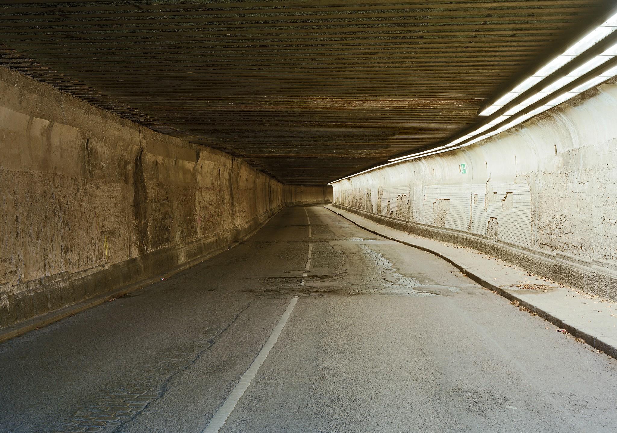 Kein Abgesang auf die Schönheit: Laurenz Berges sanfte Aufnahme eines Tunnels in Duisburg